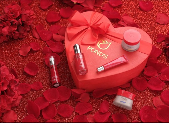 #HeartYourSkin this Valentine's with Pond's Age Miracle Limited Edition Heart Boxes